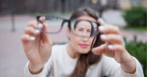5 causas y el tratamiento para los ojos desviados