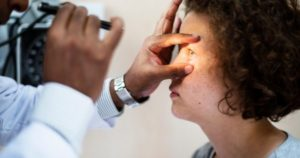5 factores de riesgo que provocan enfermedades visuales
