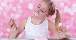 6 Tips para prevenir las caries si te gustan los dulces
