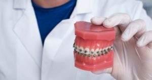 6 consecuencias del uso de brackets dentales