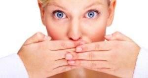 7 hábitos que causan mal aliento