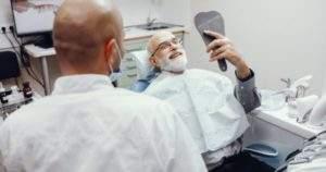 8 tips para el adulto mayor que usa prótesis dentales