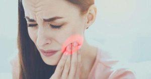 ¿A qué se debe el dolor de muelas y encías?