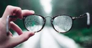 ¿A qué se debe la visión borrosa?
