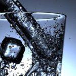 Atención: masticar hielo es dañino para tus dientes