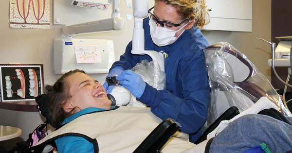 Claves del cuidado dental de personas con capacidades especiales