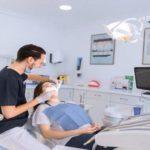 Cómo conseguir una limpieza dental estándar y profunda