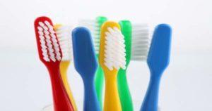 ¿Cómo cuidar y cuándo cambiar el cepillo dental?