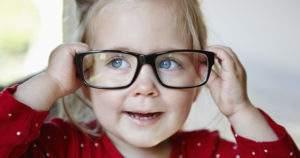 ¿Cómo saber si tu bebé necesita lentes