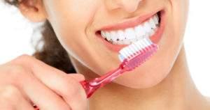 Consejos efectivos para mantener bonitos tus dientes y encías