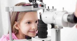 ¿Cuáles son las señales de alerta de astigmatismo en niños?