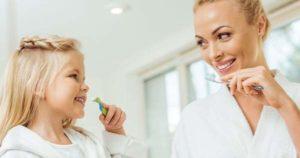 ¿Cuáles son los riesgos de usar un cepillo de dientes ajeno?