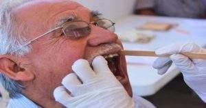 El cuidado bucal en adultos mayores de 60 años