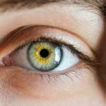 Evita estas 3 prácticas comunes que envejecen tus ojos