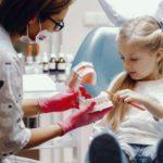 Extracción de dientes de leche en niños