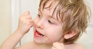 Importancia del hilo dental en los niños