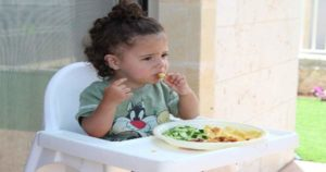 Los alimentos crudos ayudan a la salud dental de los niños