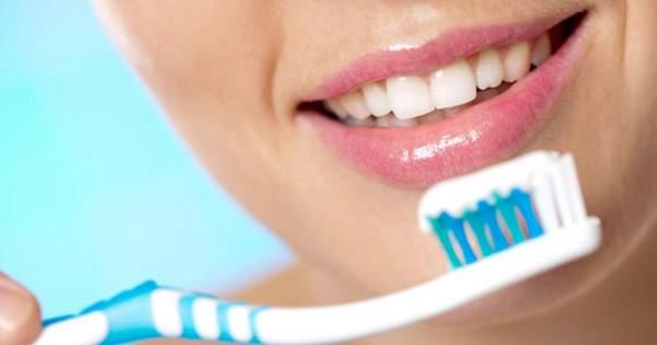 ¿Por qué es importante cepillarse con pasta dental?