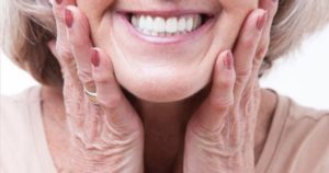¿Qué hacer si se mueve la prótesis dental?