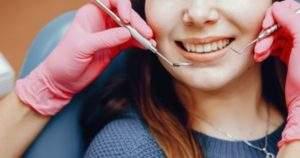 Qué son las coronas dentales y cuando se requieren utilizar