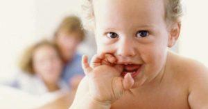 Síntomas de la salida de los primeros dientes del bebé
